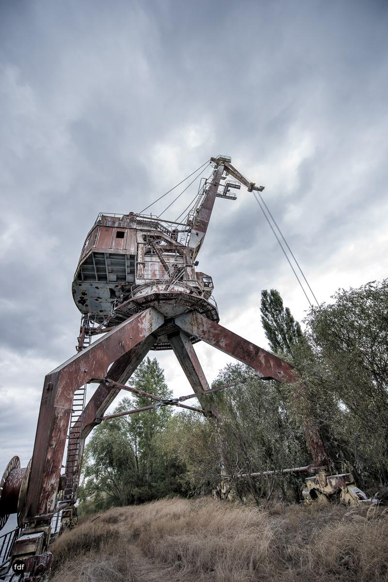Tschernobyl und Prypjat-Frachthafen-Kräne-Lost Place-Ukraine-14.JPG