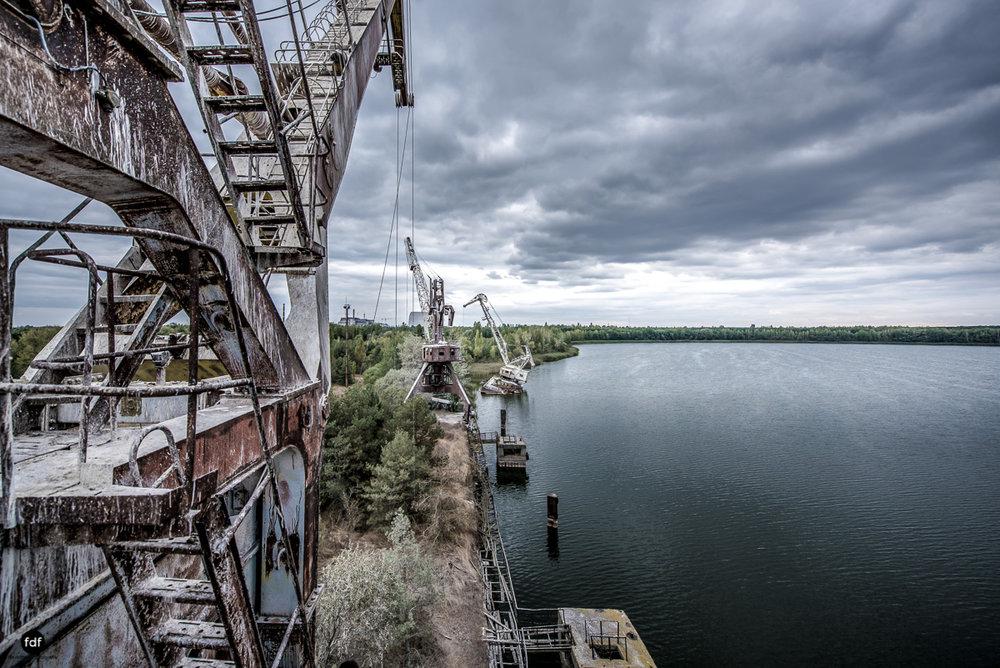 Tschernobyl und Prypjat-Frachthafen-Kräne-Lost Place-Ukraine-18.JPG
