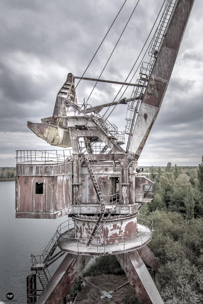 Tschernobyl und Prypjat-Frachthafen-Kräne-Lost Place-Ukraine-20.JPG