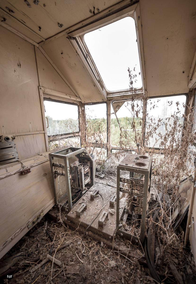 Tschernobyl und Prypjat-Frachthafen-Kräne-Lost Place-Ukraine-22.JPG