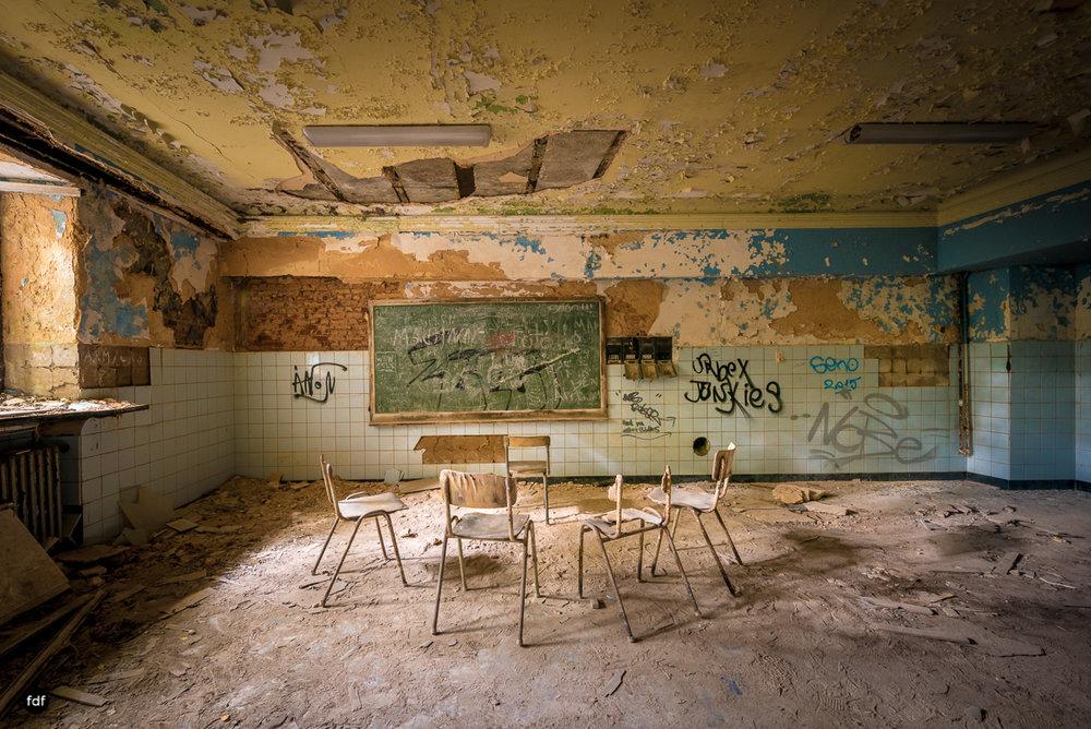 Chareau Noisy-Miranda-Kinderheim-Lost Place-Belgien-141.JPG