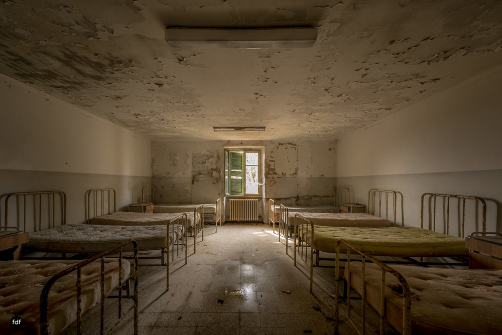 Red Cross Hospital-Klinik-Kinderheim-Lost Place-Italien-14-Bearbeitet.JPG