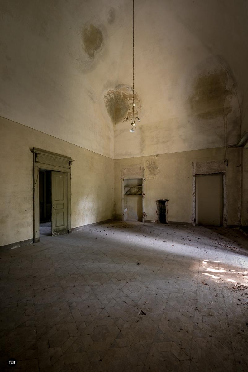 Villa Grazia-Herrenhaus-Kapelle-Lost Place-Italien-21.JPG