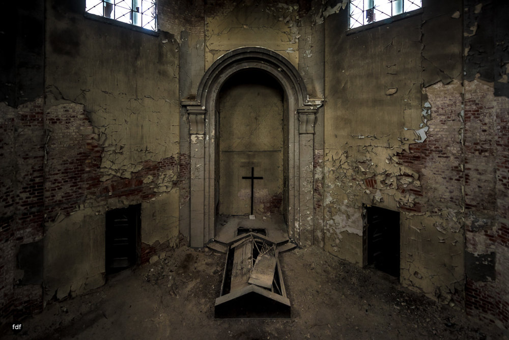 Krematorium D-Friedhof-Lost-Place-1.JPG