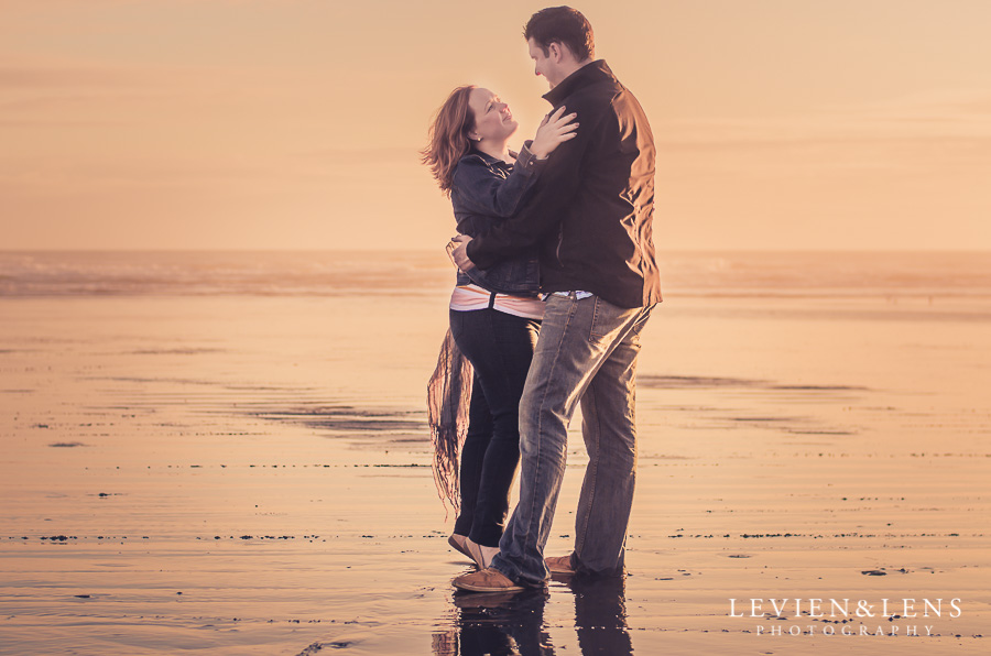 Kariotahi beach couples photo shoot | Auckland wedding photographer