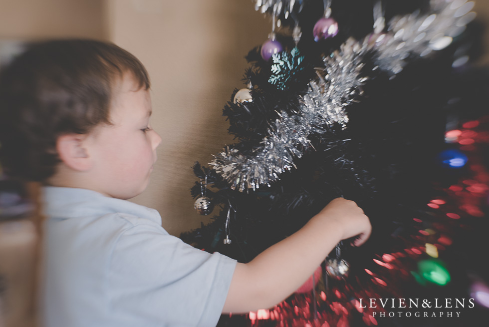 Christmas tree {Auckland-Hamilton wedding-engagement-family-kids photographer}