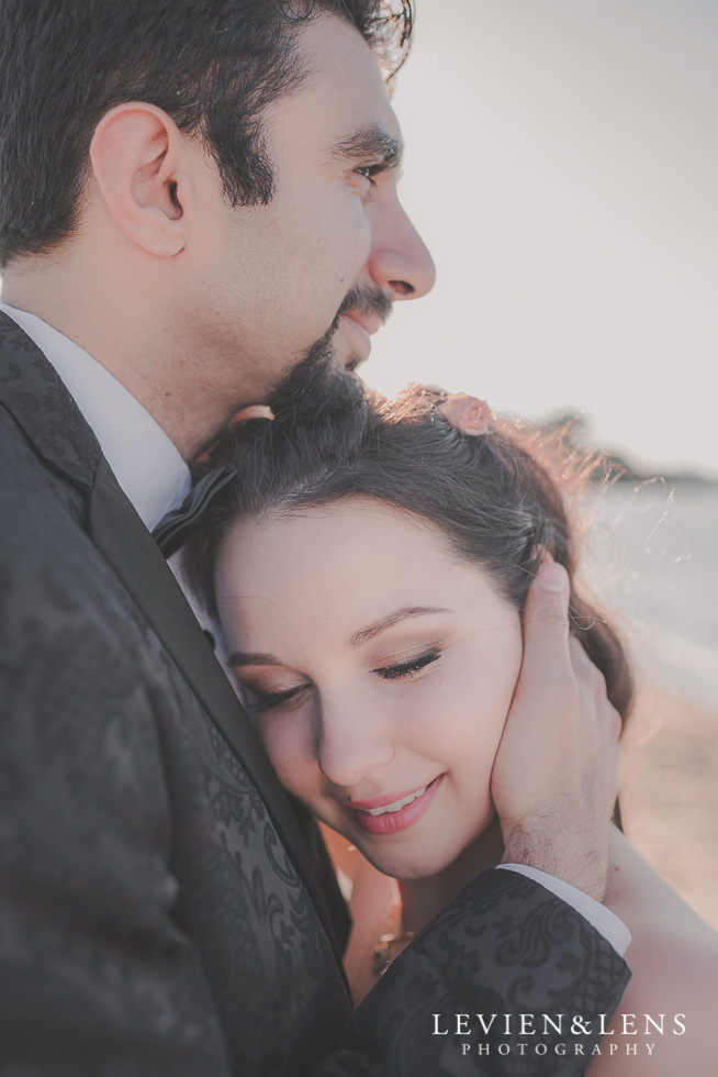 couple tender moments St Heliers beach {Auckland-Hamilton-Tauranga wedding photographer}