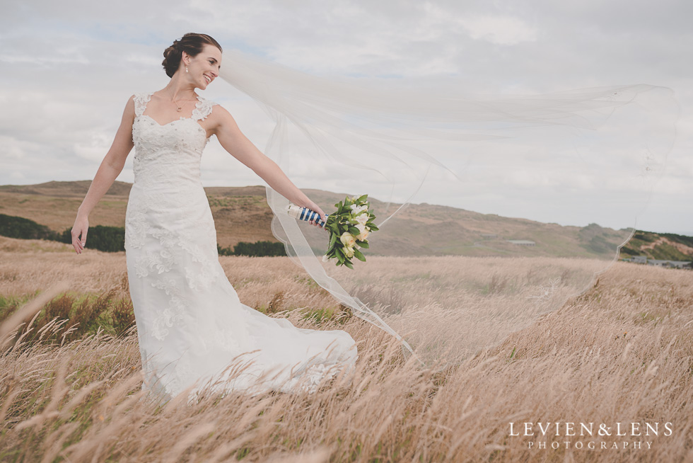 blowing brides veil {Auckland wedding-couples-engagement photographer}