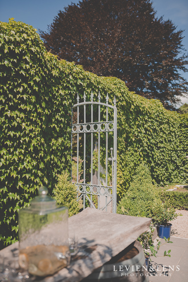 grass wall Ataahua Garden Venue {Tauranga wedding photographer}