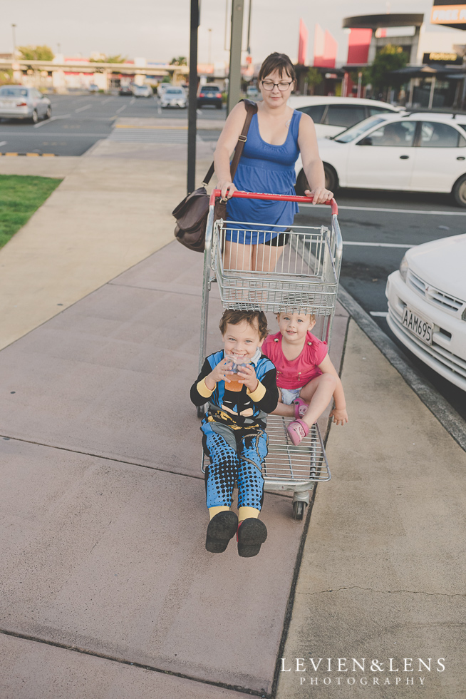kids in shopping trolley {Auckland-Hamilton photographer}