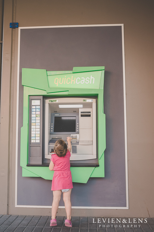 girl near bank machine {Auckland-Hamilton-Tauranga lifestyle photographer}