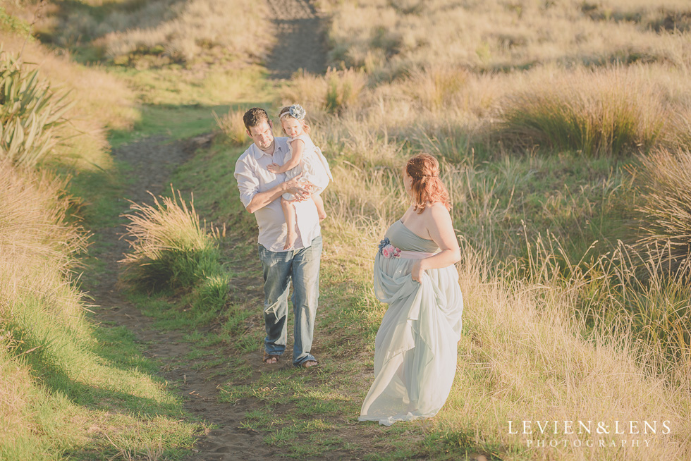 lifestyle moments Beach maternity {Auckland-Hamilton-Tauranga lifestyle wedding-couples-engagement photographer}