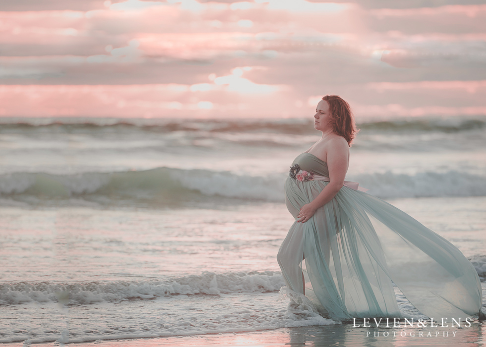 Beach maternity {Auckland-Hamilton-Tauranga lifestyle wedding-couples-engagement photographer}