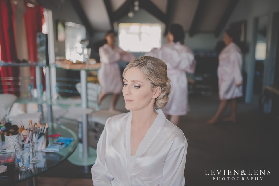 bride getting ready Kaurilands Estate {Auckland wedding photographer}
