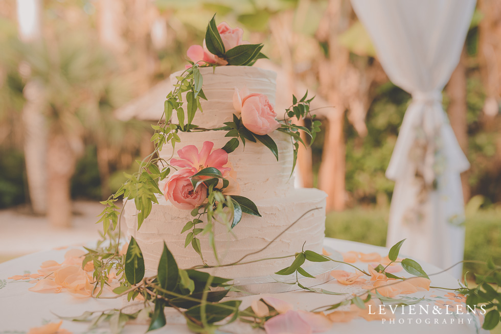 wedding cake Landscendt Tropical Garden {Auckland wedding photographer}