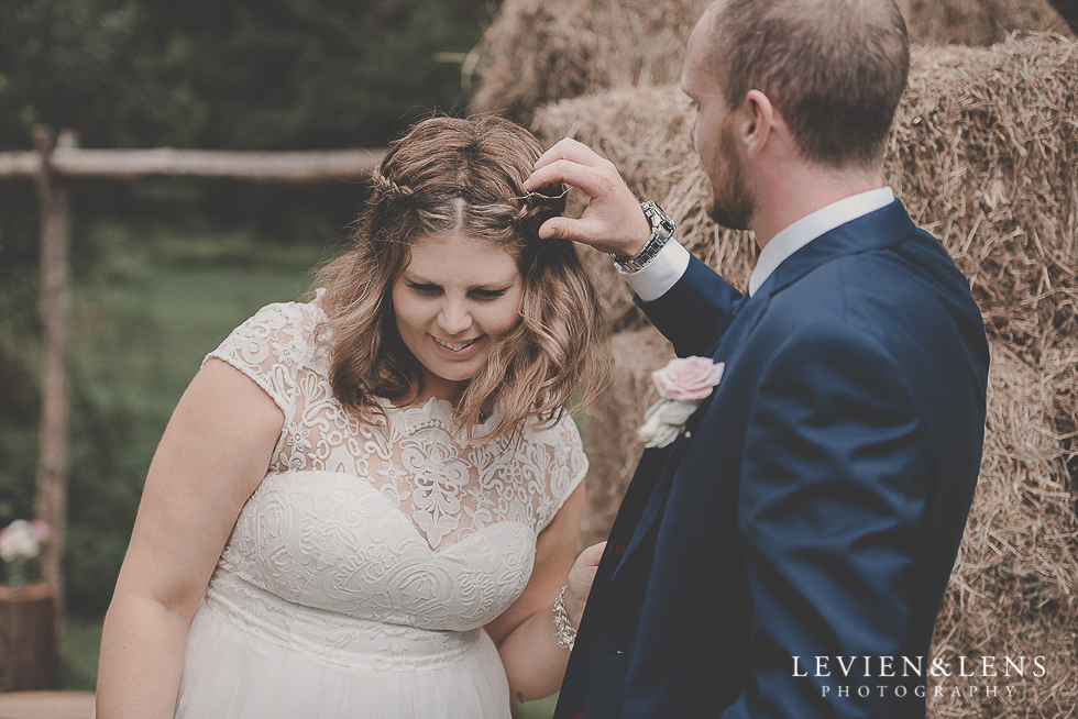 bride and groom candid moment guests {Auckland-Hamilton-Tauranga wedding photographer}