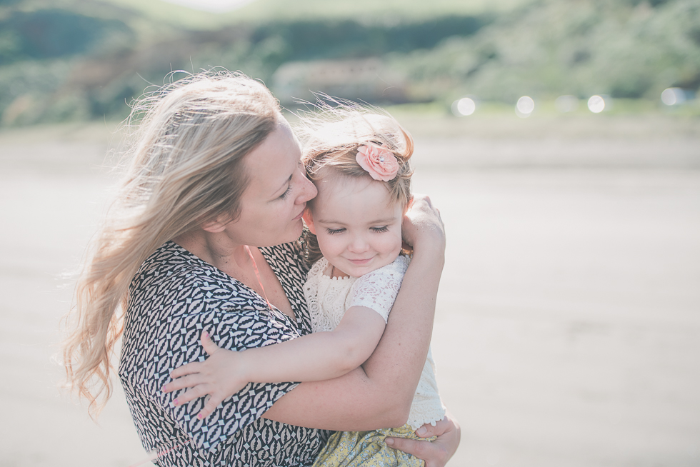 mum kissing daughter Kariotahi beach photo shoot {Auckland lifestyle family-kids photographer}