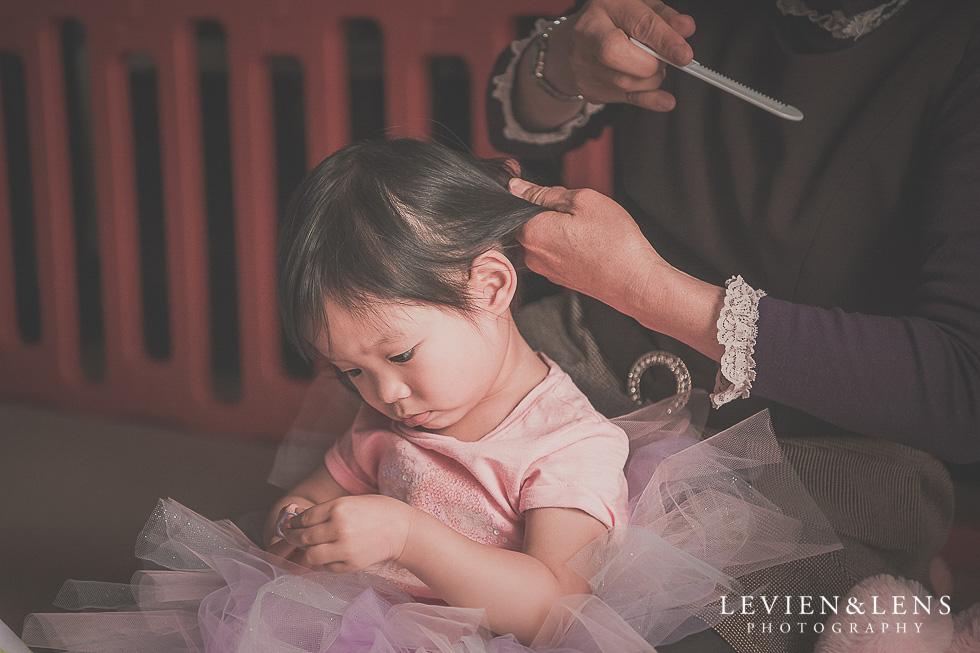 grandma brushing girl's hair - in home session {Hamilton NZ lifestyle family-newborn-kids photographer}