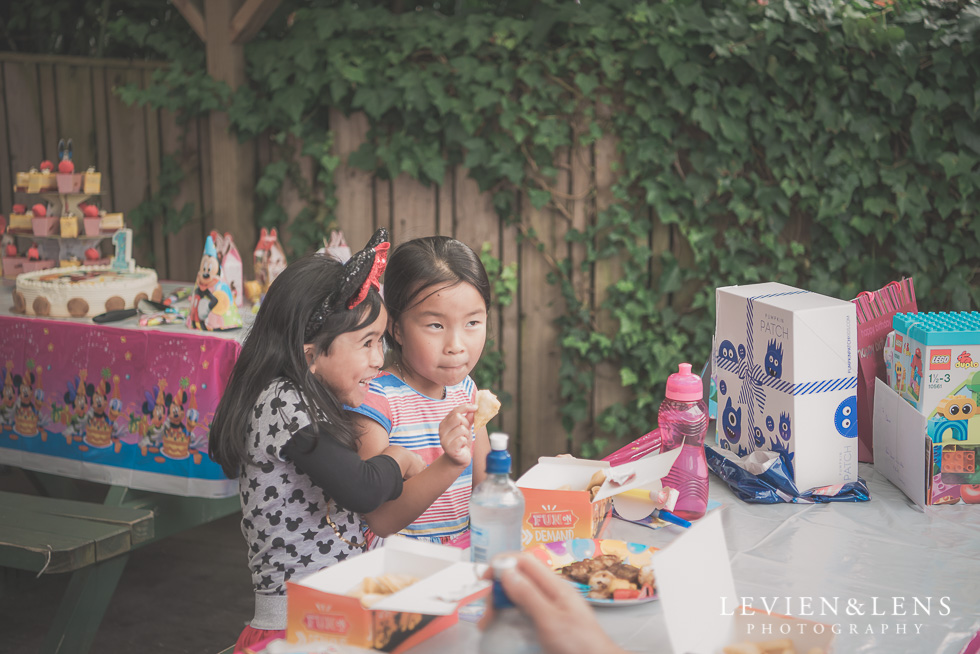 girls - Rainbows End birthday party {Auckland lifestyle event-family-kids photographer}