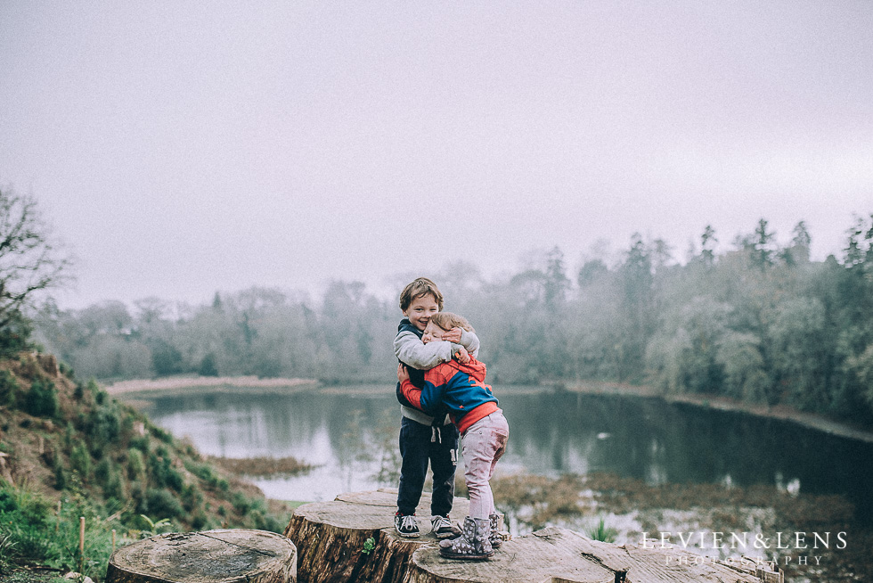 kids at the lake Cambridge NZ {Hamilton - Waikato lifestyle photographer}
