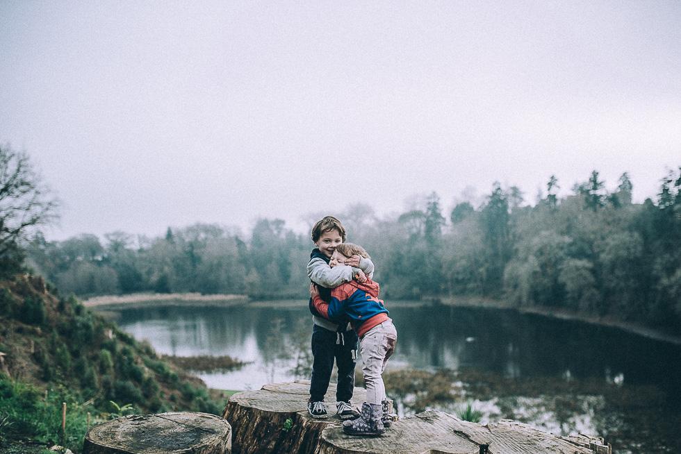 little ones at Cambridge lake {New Zealand lifestyle wedding photographer}