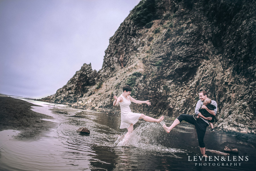 Karekare Beach couples session {Auckland wedding photographer}
