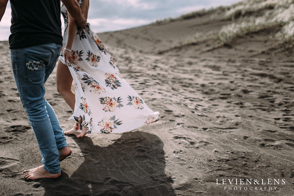 Pre-wedding engagement session on Karekare Beach {Auckland wedding photographers}