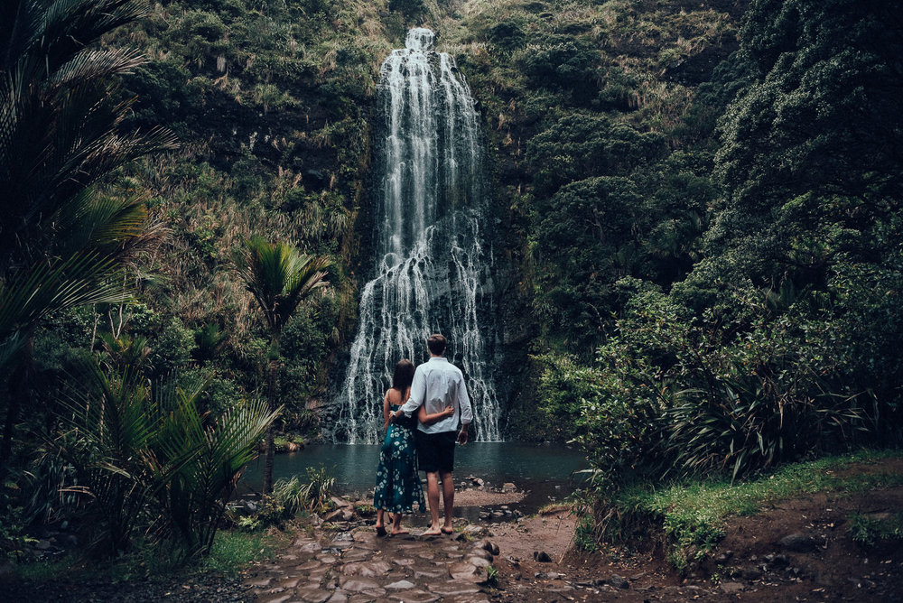 Karekare Falls engagement photo shoot {West Auckland wedding photographer}
