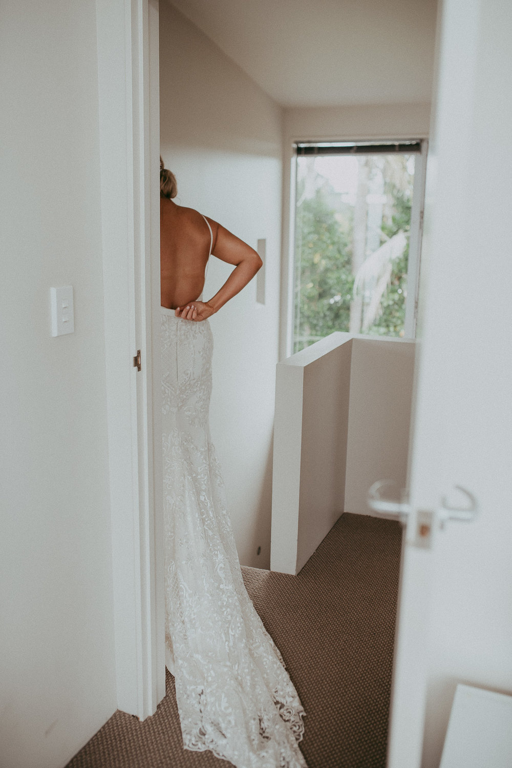 bride getting ready - Waiheke island {Auckland weddings photographers}