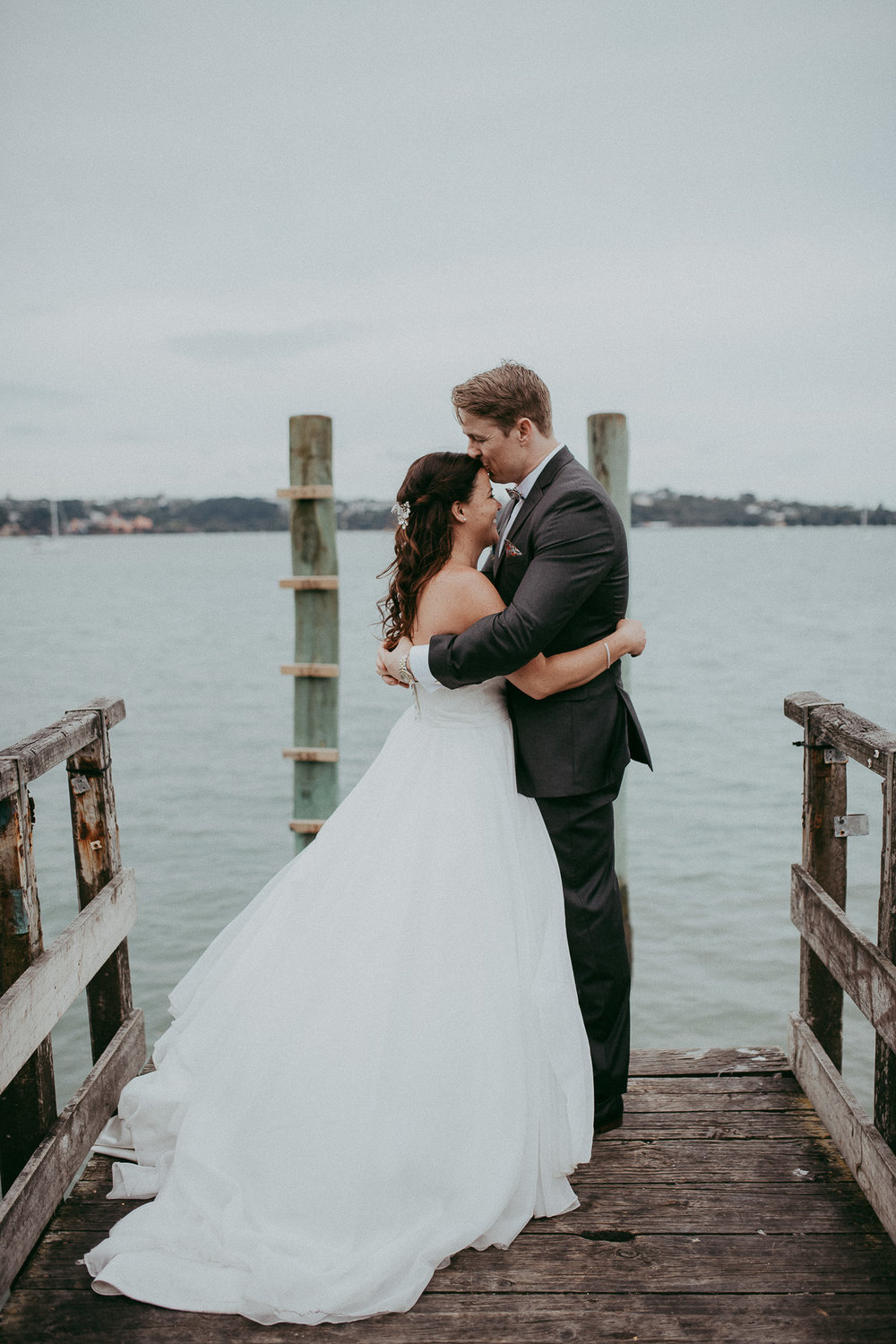 bride and groom in Auckland City {New Zealand wedding photographers}