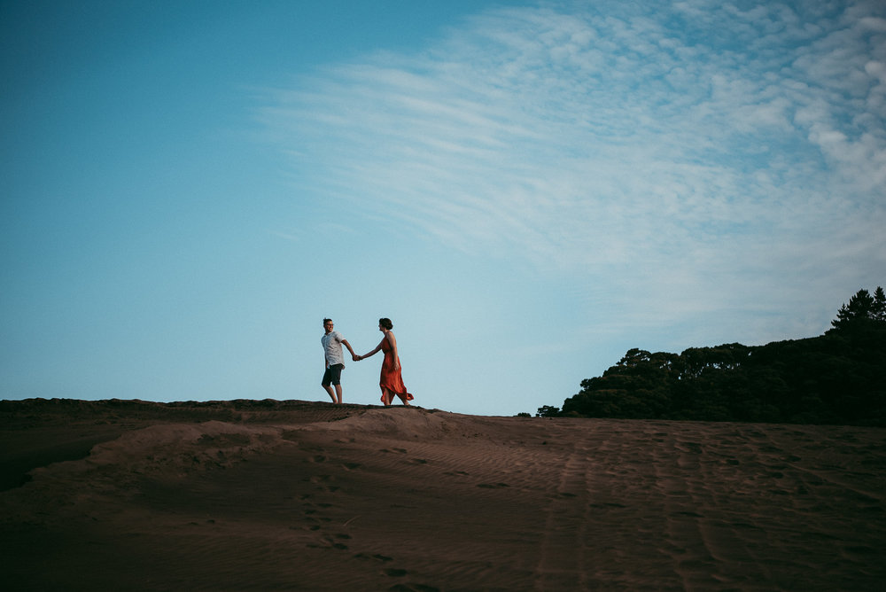 sand dunes Bethells Lake {West Auckland} engagement | pre-wedding photo shoot {New Zealand weddings photographers}