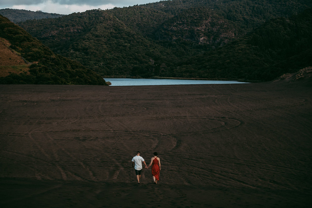 Bethells Lake {West Auckland} engagement | pre-wedding photo shoot {New Zealand weddings photographers}