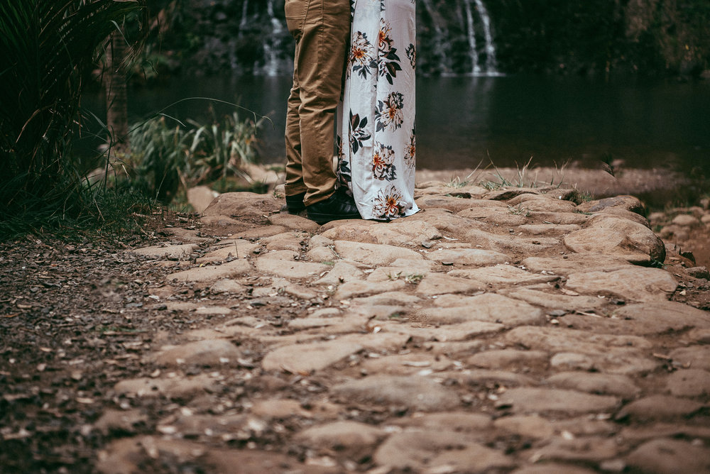 Karekare Falls engagement session {Auckland pre-wedding photographer}