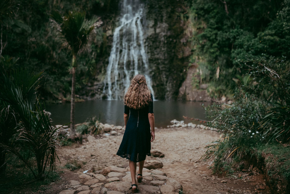 Karekare Falls - Pre-wedding engagement session in New Zealand {Auckland wedding photographer}