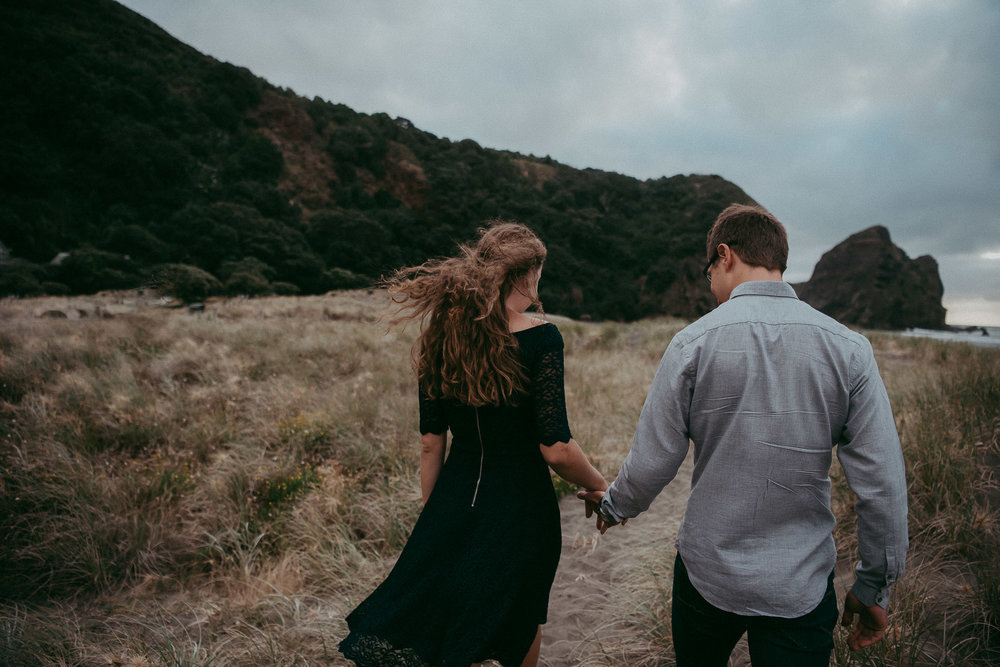 Piha Beach - Pre-wedding engagement session in New Zealand {Auckland wedding photographer}