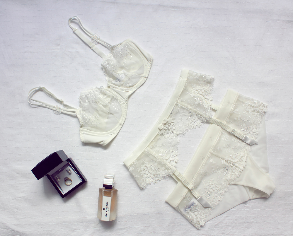 DELICE  Corbeille bra  with WISH Porte-jarretelles suspender belt and WISH guipure lace Shorty.