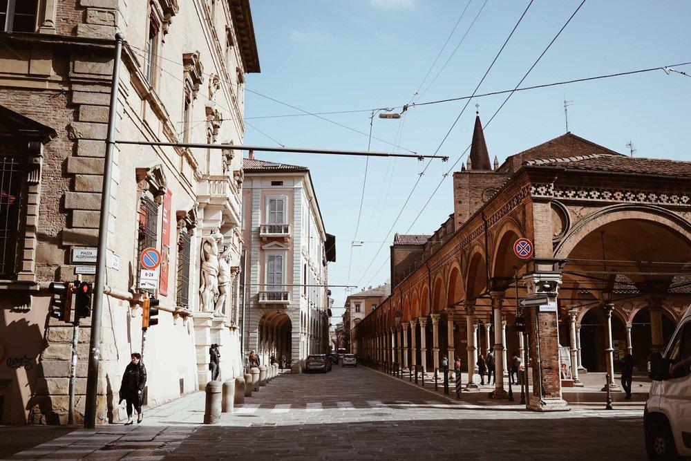 Piazzetta dei Servi di Maria, Str. Maggiore, Bologna