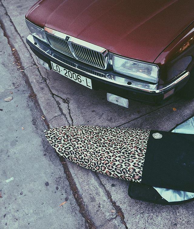 Jaguar Photography by @fredyatb . . . #classic #car #classiccar #jaguardaimler #old #vintage #retrocar #vintagecar #surfcar #surf #surfing #surfboard #cherry #cherrybomb #street #photo #photography #streetphotography