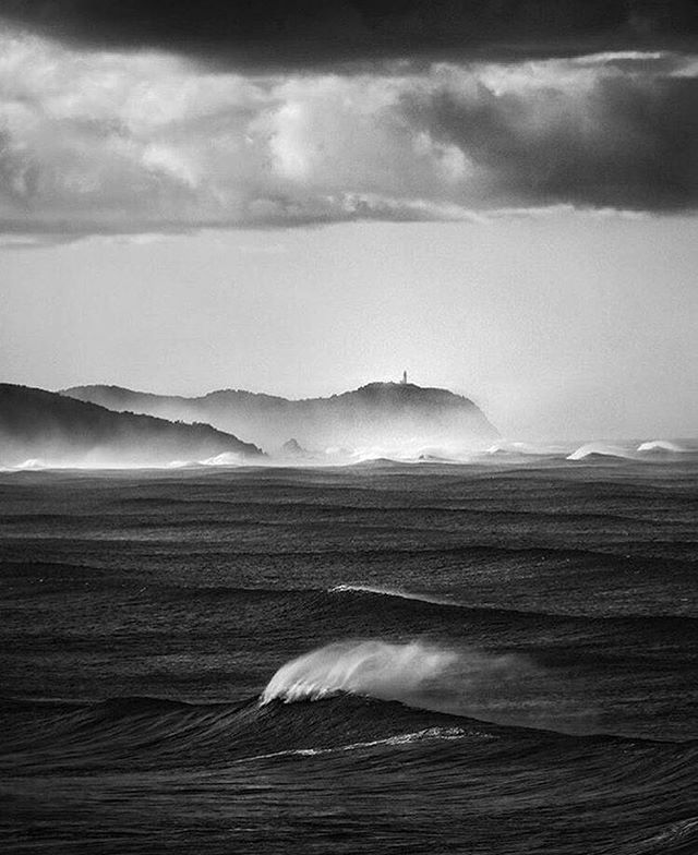 Cloudbreak Photography by @magic.mayer . . . #wave #waves #ocean #sea #coast #shore  #surf #barrel #surfer #surfers #reff #surfing #surfart #surfphotography #photo #hell #phtography #storm #bw #blackandwhite #blackandwhitephotography  #photographer #magic  #shadow #nightmare #dream #night #naturephotography #byronbay #australia
