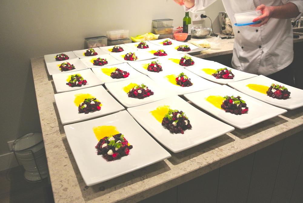 Rødbet- og avokadosalat med creme fraiche og eggeplomme