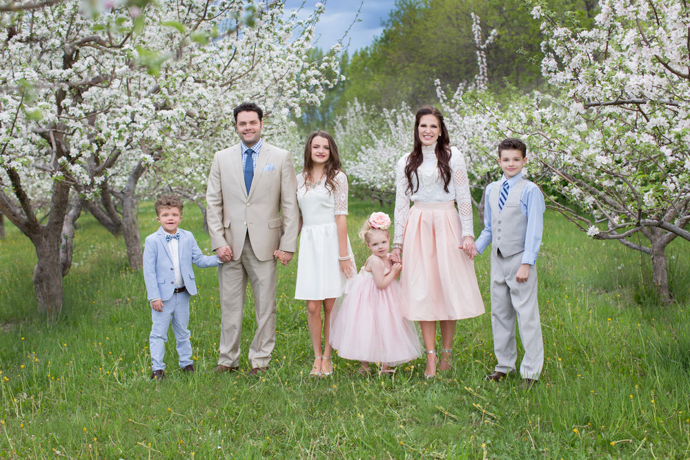 FAMILIES - Photographed at a pretty location of your liking and is approximately 1 hour.$285 | Single Family | 50 full-resolution images