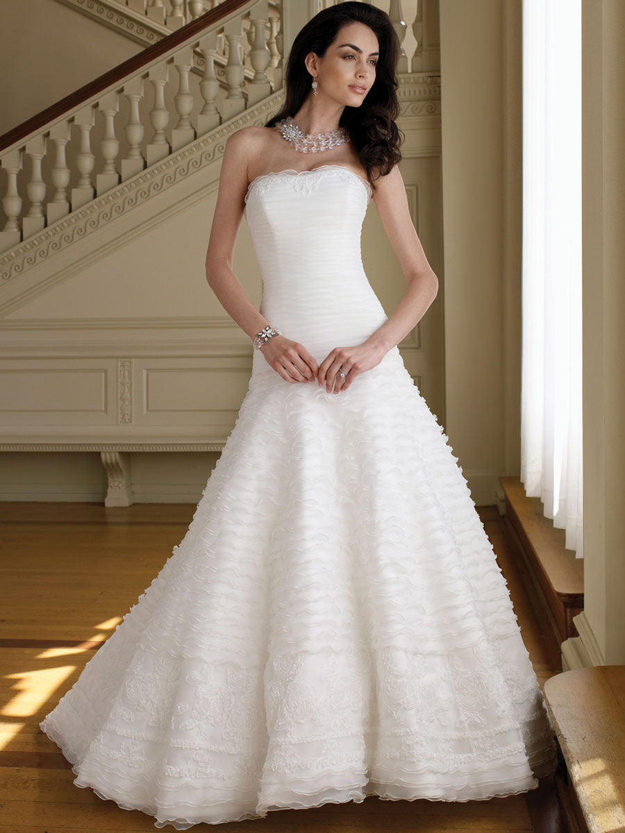 strapless-organza-a-line-wedding-dress-with-delicately-ruffled-skirt