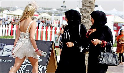 Dubai+Frock+and+awe+...+Muslim+women+stare+at+a+girl+in+skimpy+dress
