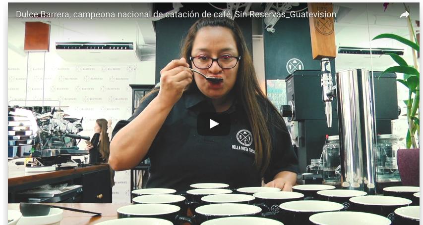 La guatemalteca Dulce Barrera tiene 15 años de trabajar en la finca Bella Vista, una exportadora de café en donde fue conquistada por este grano.  Hace ocho años, en la finca había solo un catador de café y se tuvo la necesidad de abrir un laboratorio y le dieron la oportunidad a sus colaboradores de que los que estuvieran interesados aprendieran a hacer cataciones de café...