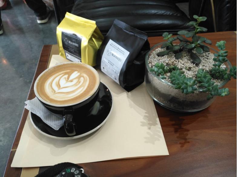 Bella Vista Coffe Shop  es un concepto que destaca y esta hecho para los amantes de un buen café, cuenta con un club de conocedores el cual te enseña a poder apreciar las bondades de este grano el cual nos enorgullece a todos los Guatemaltecos y por el cual muchas veces hemos sido reconocidos internacionalmente.