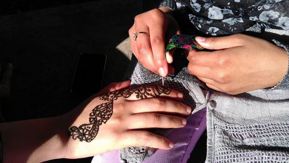 Students with SJP hold a henna fundraiser on February 11, 2013 at the University of California, Irvine. (Students for Justice in Palestine at the University of California, Irvine)