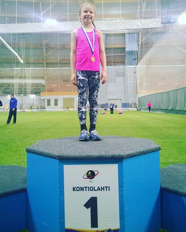 Voimistelijat ovat ihan superihmisiä! Aarteet-ryhmän telinevoimistelija Sohvi kävi tänään juoksemassa kultaa tyttöjen 40m hallipiirinmestaruuskisoissa.😎👏