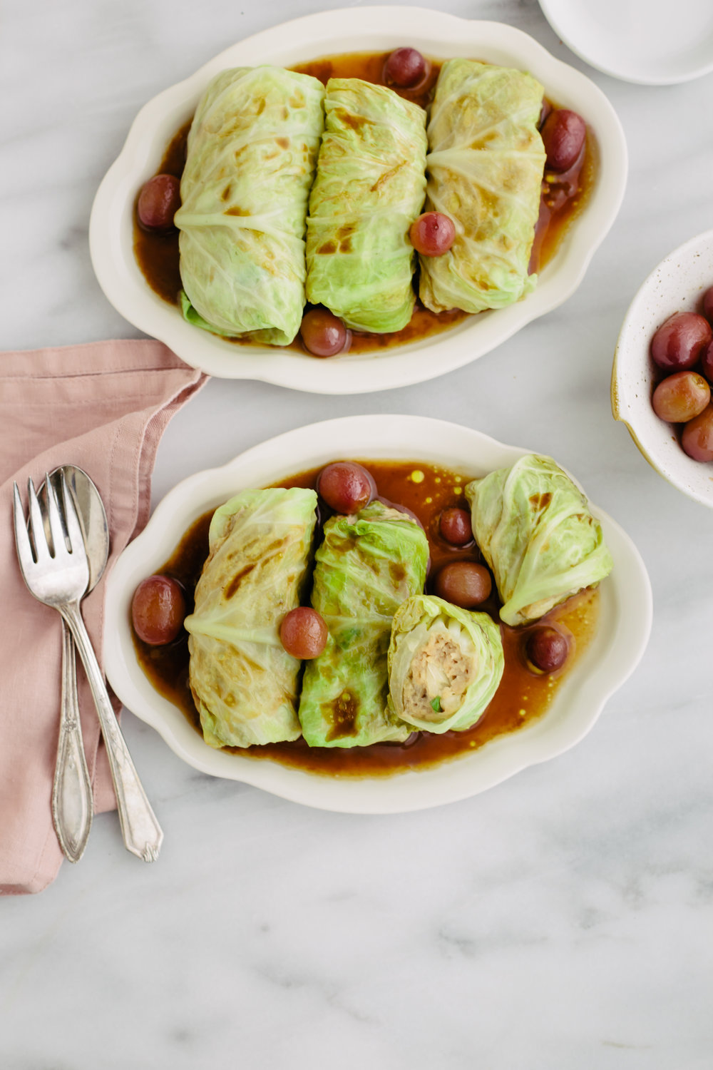 cabbage rolls with grapes1.jpg