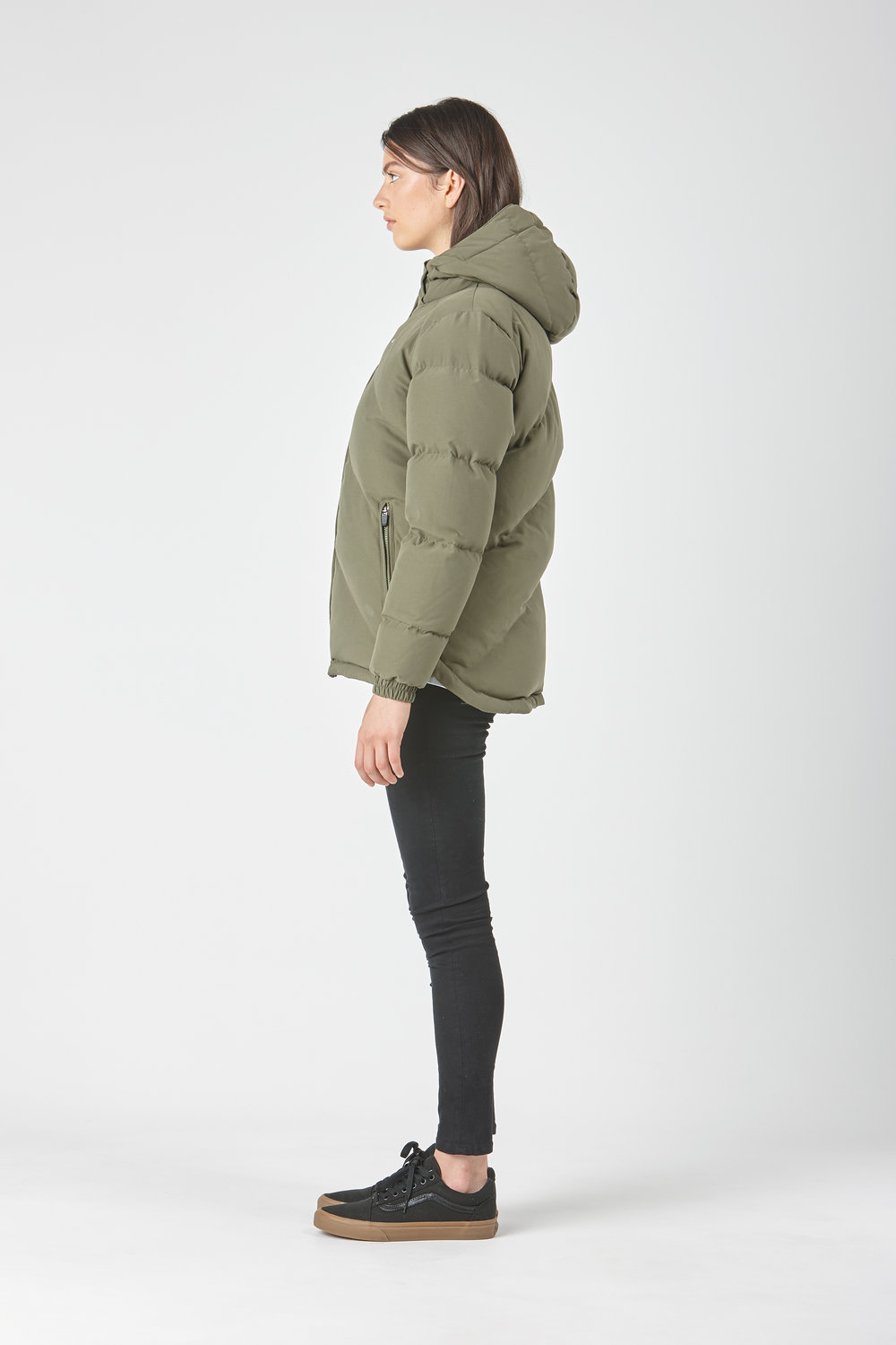 Huffer_OW-17_W-Classic-Down-Jacket_Olive-02.jpg
