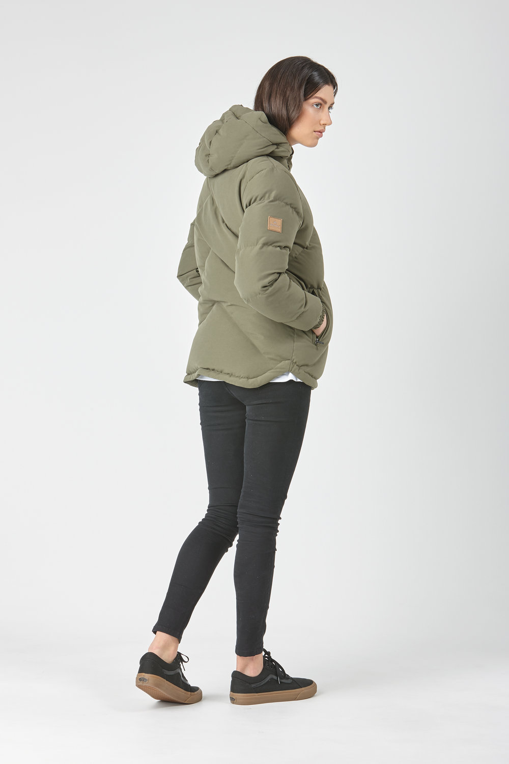 Huffer_OW-17_W-Classic-Down-Jacket_Olive-04.jpg